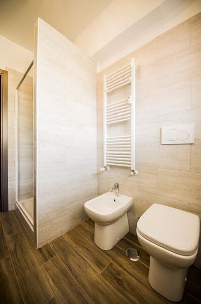bagno ristrutturato in via tuscalana a roma